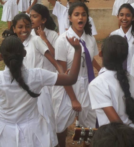 arch-srilankan-school-girls-nute-images-meets