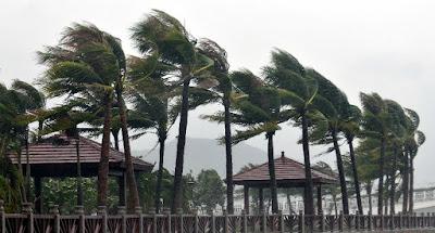 Angin dan Mendung Mulai Datang Dari Arah Laut atau Gunung