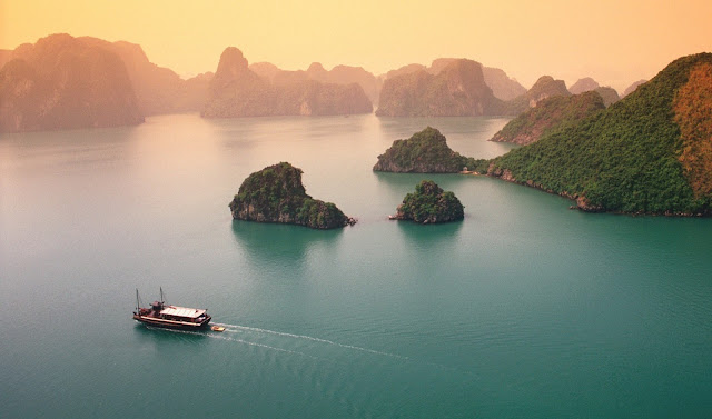 Ha Long Bay Ranked Third in the List of Southeast Asia 's Best Attractions