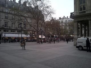Comédie Française avec accès aux jardins du Palais Royal.