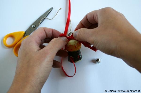Decorare l'albero di Natale con i tappi dello spumante