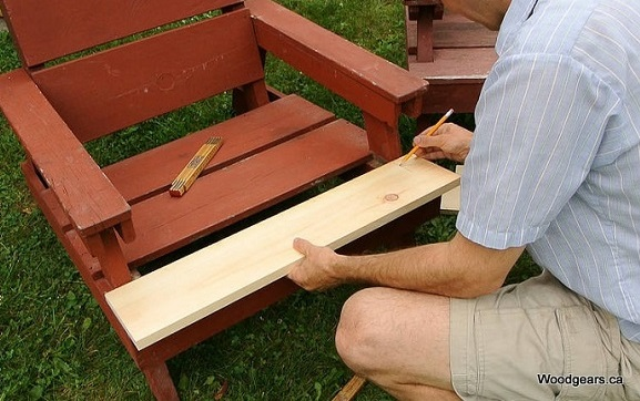 Repair lawn chairs, with rotten boards