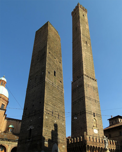 Garisenda and Asinelli towers, Piazza Ravegnana, Bologna