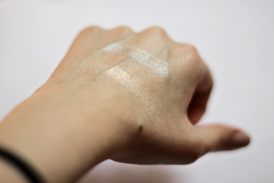 Phee's Makeup Tips Glow Highlighter in the Original & Cryptic Swatches