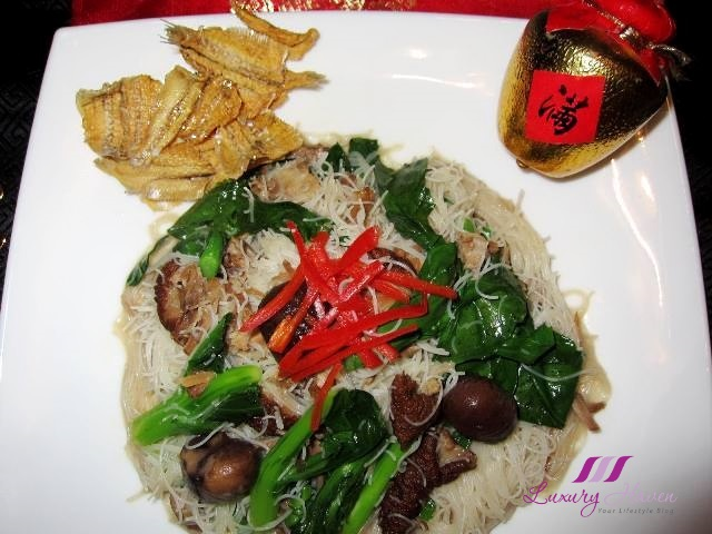 sg50 singapore food narcissus pork leg bee hoon