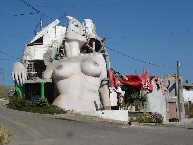 Weird places to live Vol.1 (140 photos)