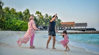 صورة جديدة لـ محمد صلاح وعائلته على البحر ،بعد مباراته الأخيرة