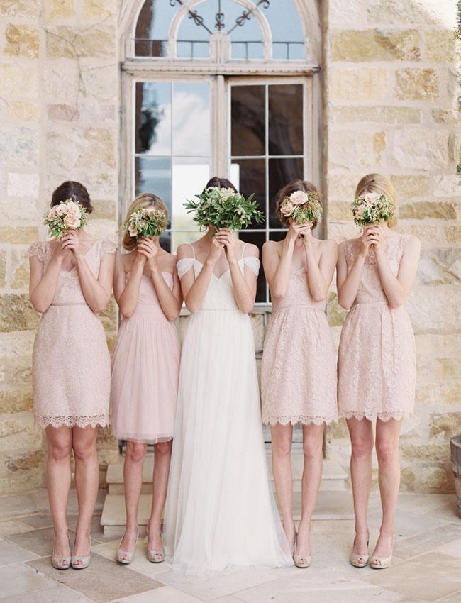 Druhny suknie, druhny wygląd, stroje dla druhen, suknia dla świadkowej, suknie dla druhen inspiracje, sukienki dla druhen, modna druhna, modne suknie dla druhen, druhny na ślubie, strój druhny, trendy ślubne 2017