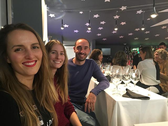 Sonrisas tras la cena. #masquevinos en el sky bar del Pompaelo.