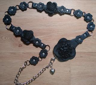cinto preto flores couro/metal