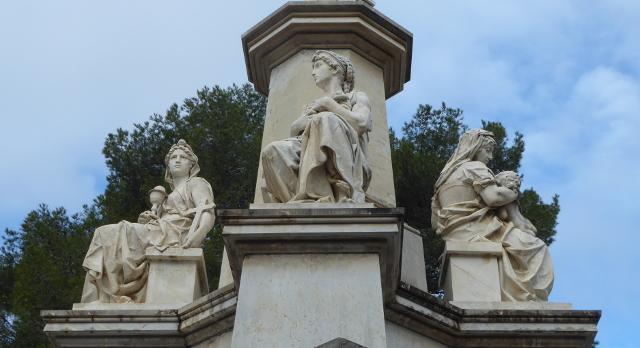 Detall dels mausoleus
