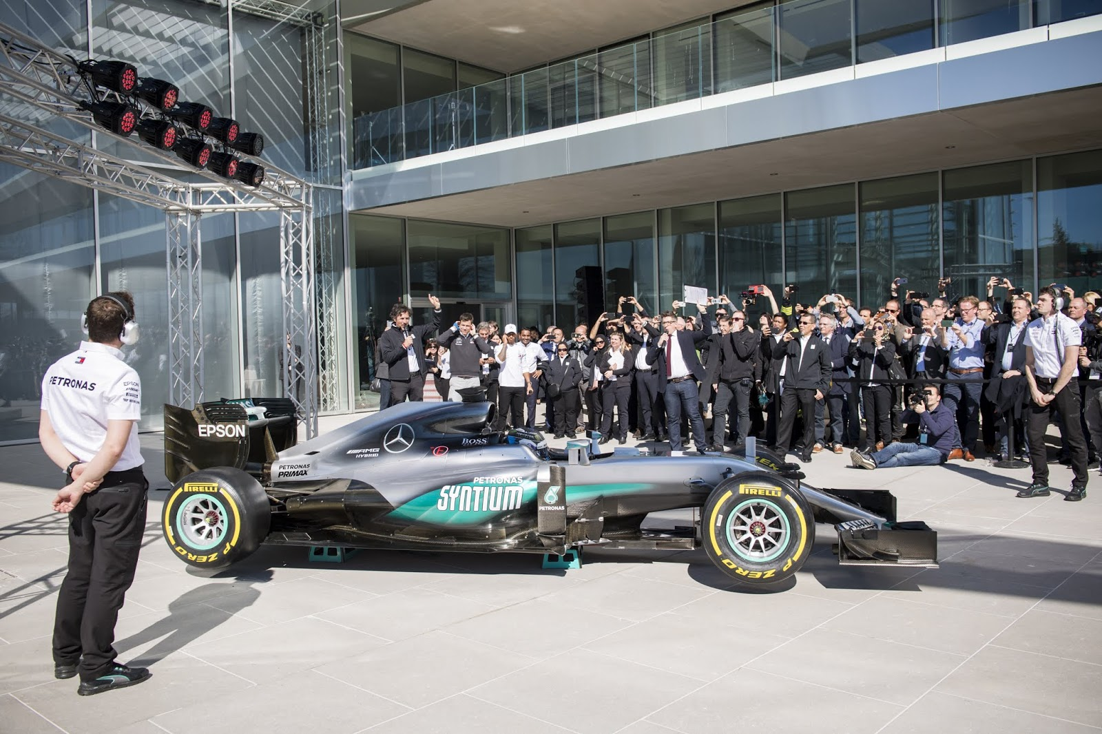 La tecnología de Epson continúa apoyando a Mercedes-AMG Petronas Motorsport
