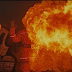 Огнеметом по человеку в костюме пожарного (видео)