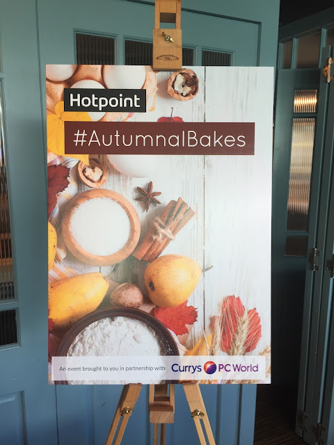 Hotpoint autumnal bakes sign