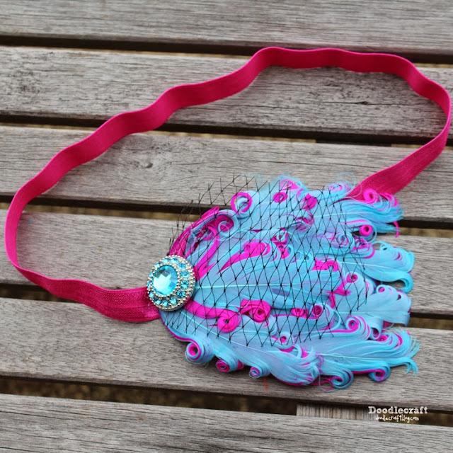 http://www.doodlecraftblog.com/2015/06/flapper-style-feather-headband.html