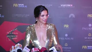 Deepika Padukone Promoting   Return of Xander Cage in India in Golde Gown 15 .xyz.jpg