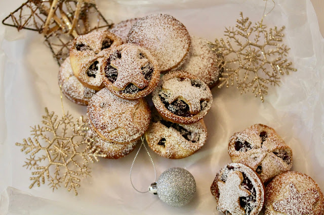 Cranberry, pecan and orange mince pies (vegetarian and alcohol-free)