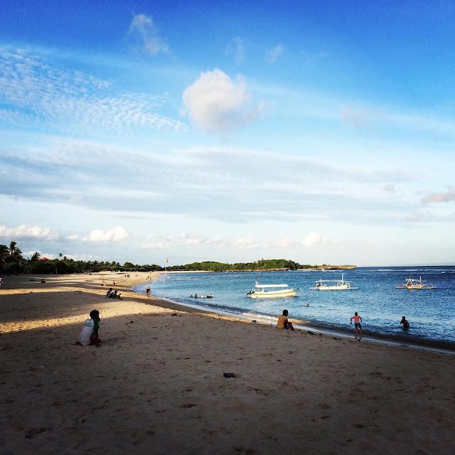 foto suasana di pantai mengiat nusa dua