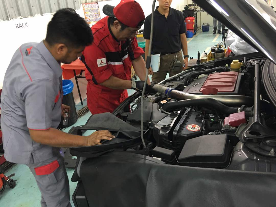 mitsubishi thailand sukhothai station repairing at stock i car a august on photo mechanic in motor service