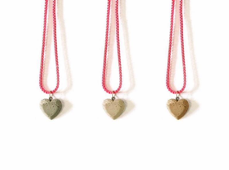 DIY collar con un corazón de cemento