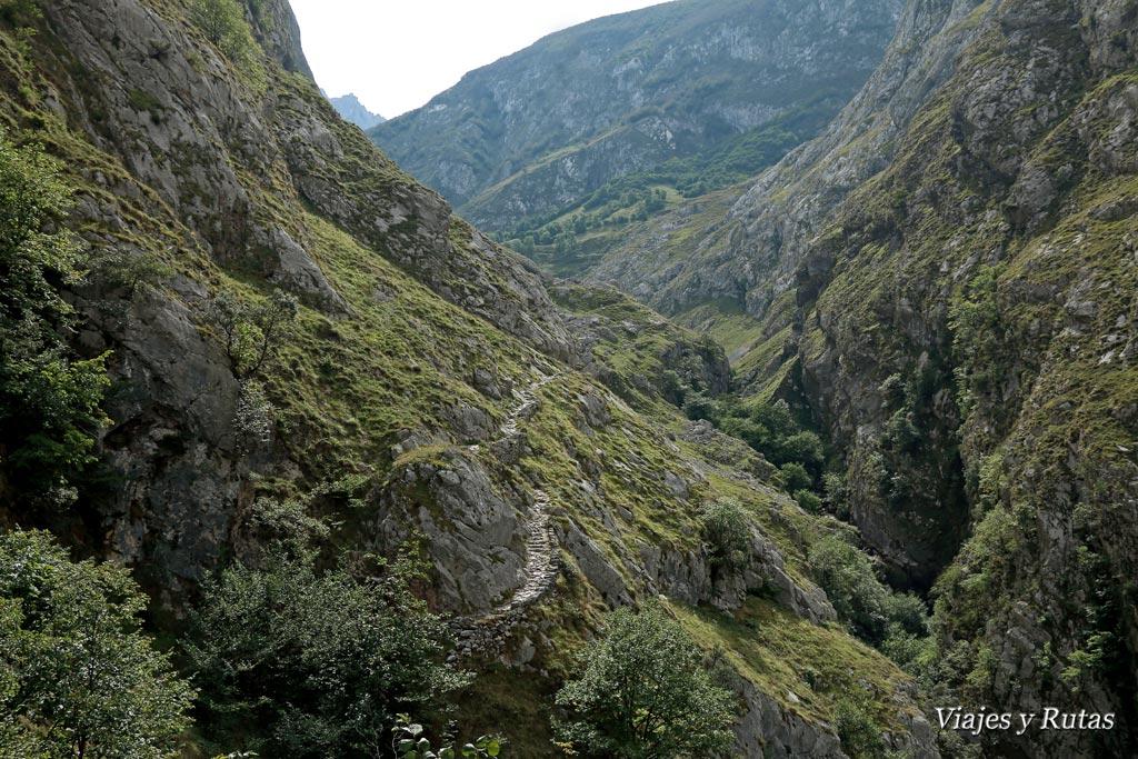 Subida a Bulnes por la Canal del Tejo.