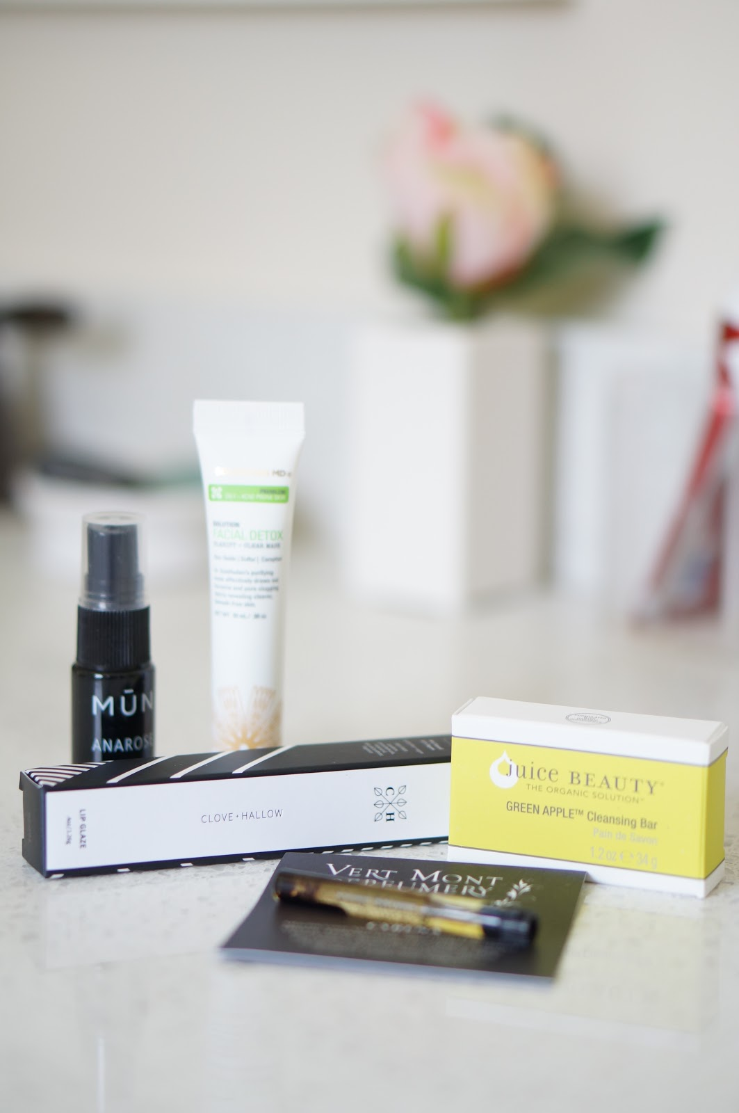 Popular North Carolina style blogger Rebecca Lately shares what she got in her June 2018 Petit Vour box.  Click here to see what she got!