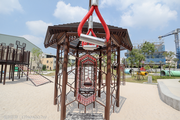 二和公園|台中大雅特色公園|蜂巢式12感官遊具|沙坑隱藏恐龍化石