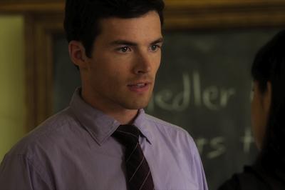 Ian Harding (Ezra)