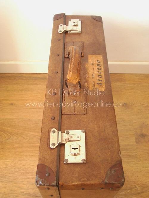 maleta antigua cartón color marrón