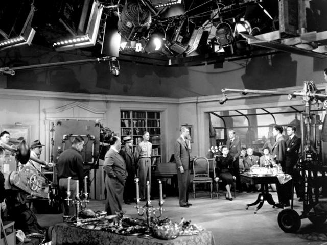 Alfred Hitchcock en medio de un complicado rodaje en La soga.