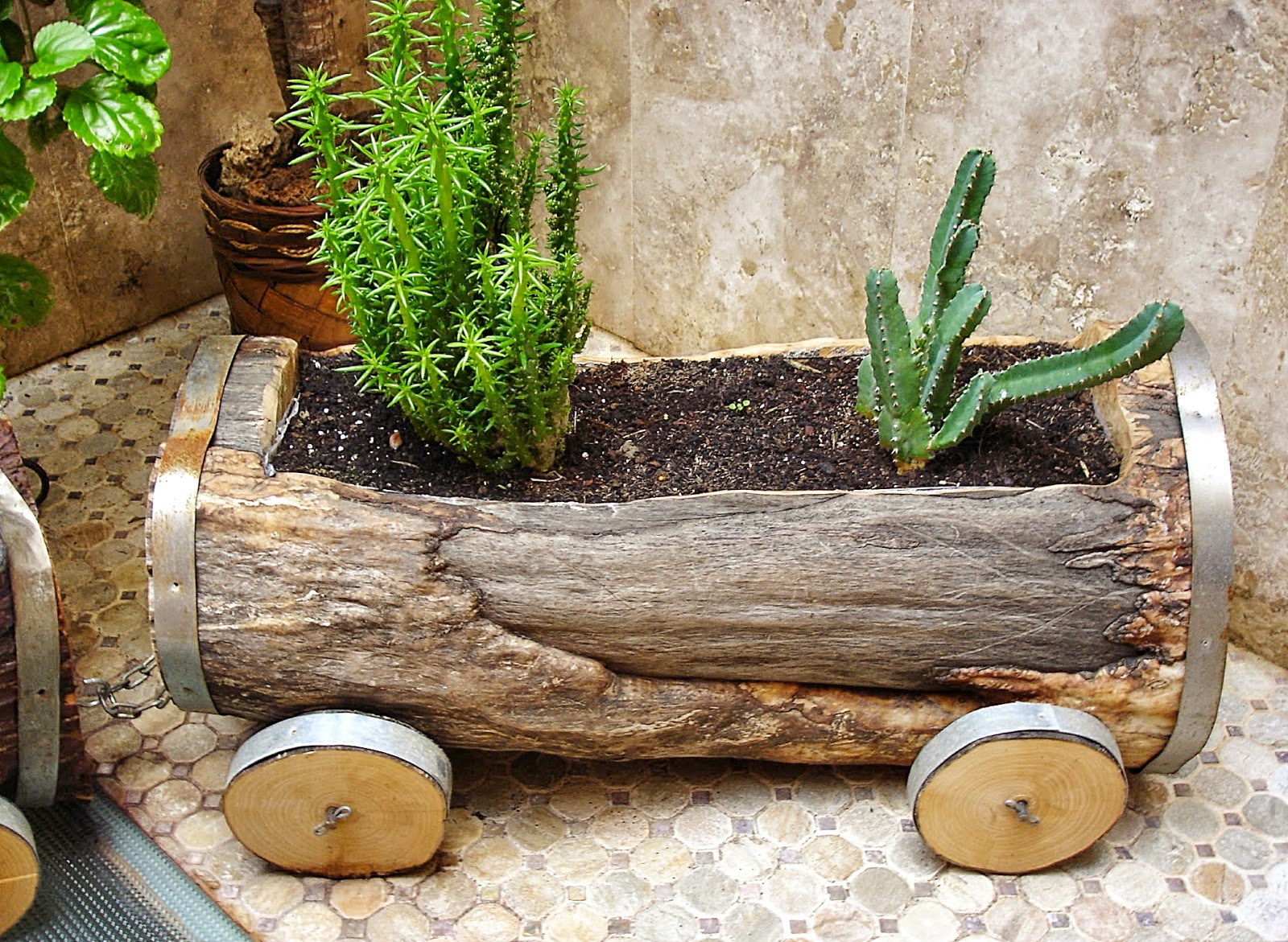 Carpinteria sevilla plantas al tren for Madera para jardin