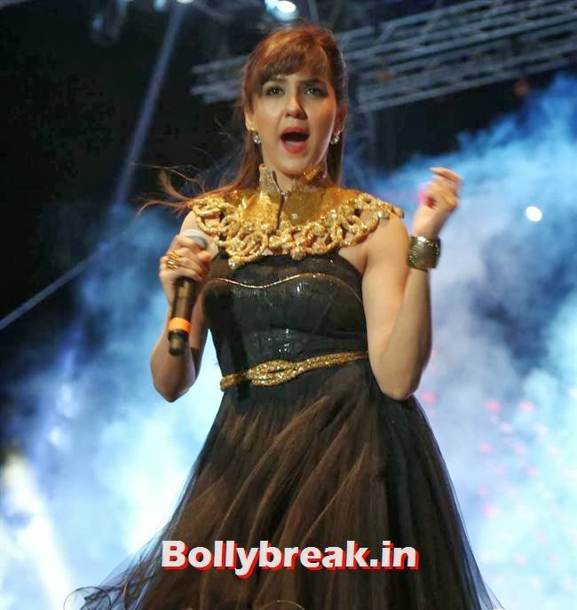 Neeti Mohan performing at The Country Club, Mumbai, Country Club New Year Bash 2014