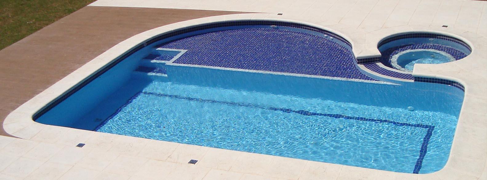 Piscina de azulejo piscina de concreto e piscina de alvenaria for Piscina 7 de agosto