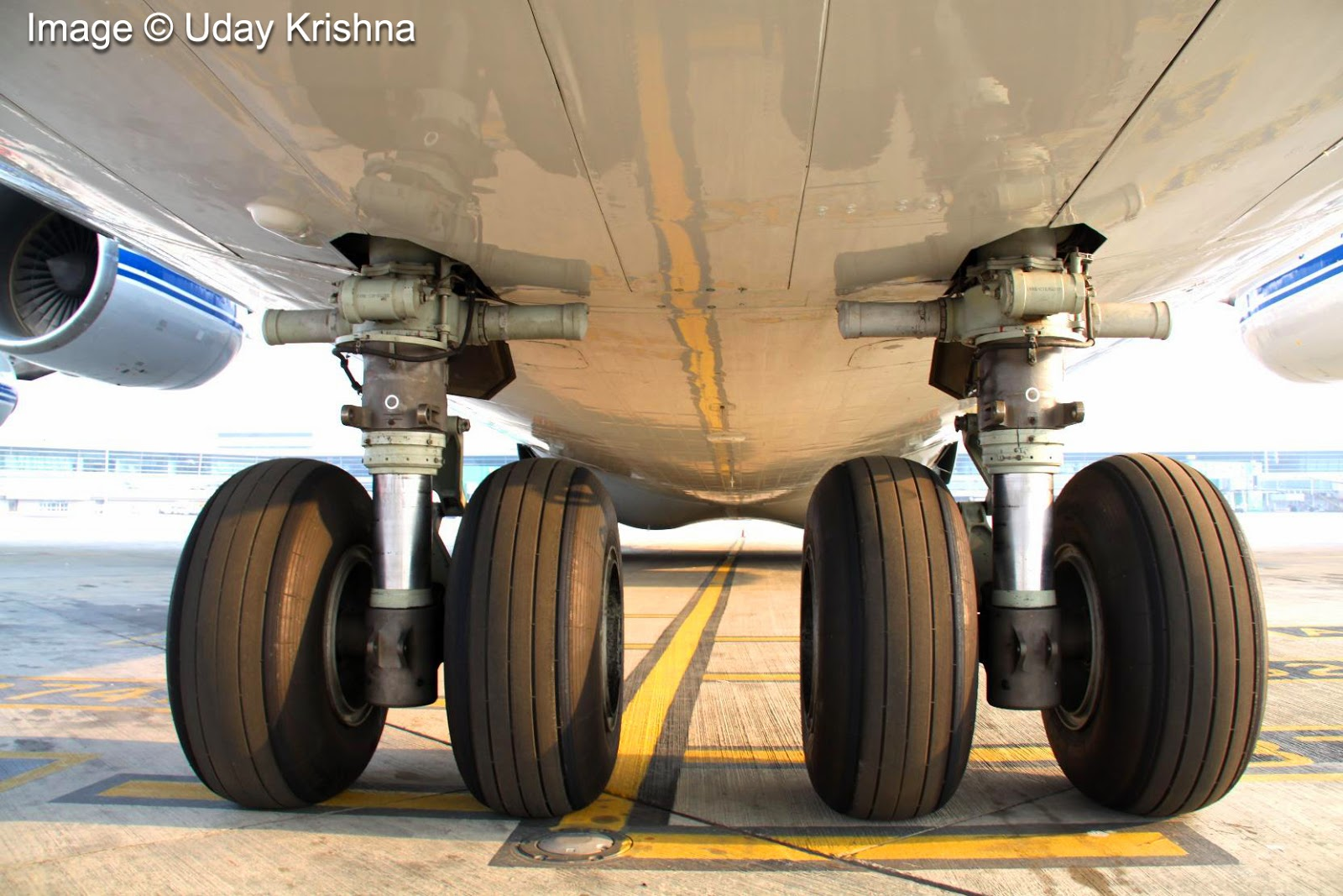 what are airplane tires made of