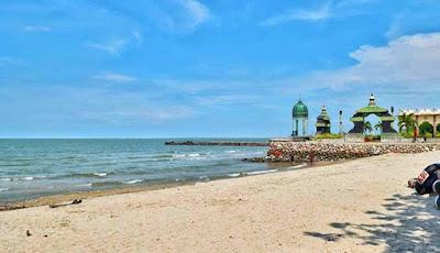 Wisata pantai dagelan di kabupaten Gresik