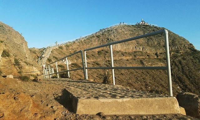 foto tangga menuju danau kelimutu