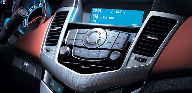 Khởi động bằng nút bấm start/stop là điểm nổi trội của Chevrolet Cruze 2015