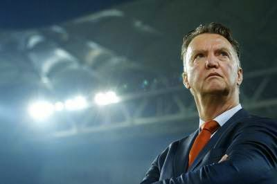 Van Gaal looks for excuses, Pochettino doesn't