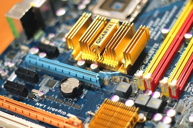 إعلان توظيف عون في صيانة الأجهزة المعلوماتية في شركة العرفات للخدمات