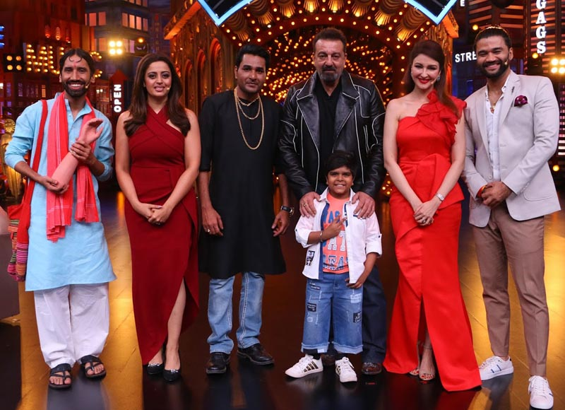 Sanjay Dutt with the Cast of Entertainment ki Raat at 9
