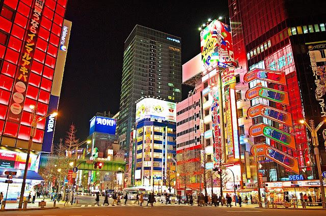 Akihabara Tokyo noi tieng voi nhung cua hang thiet bi dien tu