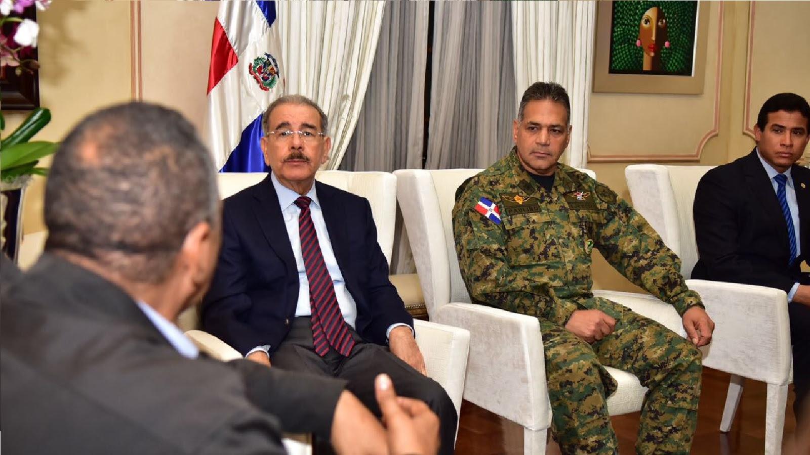Danilo Medina da seguimiento estricto a el huracán  María. Se reúne con organismos de emergencia