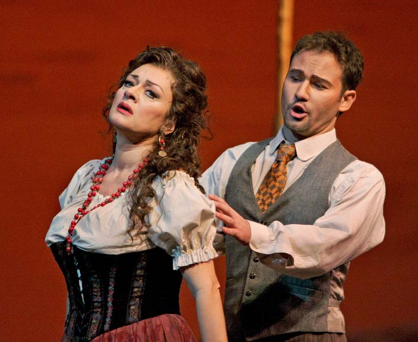 IN MEMORIAM: Italian soprano DANIELA DESSÌ (1957 - 2016) as Nedda, with baritone Mariusz Kwiecień as Silvio, in Ruggero Leoncavallo's PAGLIACCI at The Metropolitan Opera, 2004 [Photo by Ken Howard, © by The Metropolitan Opera]