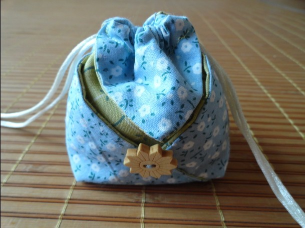 Gift Drawstring Bags, Little Pouches. 4 Sewing Variant Photo Tutorial.