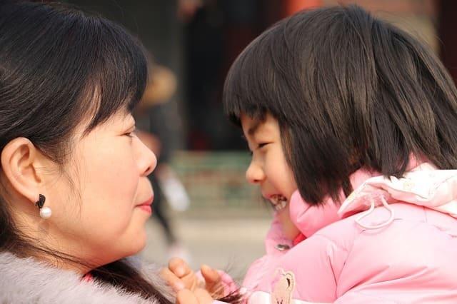 melatih anak bicara