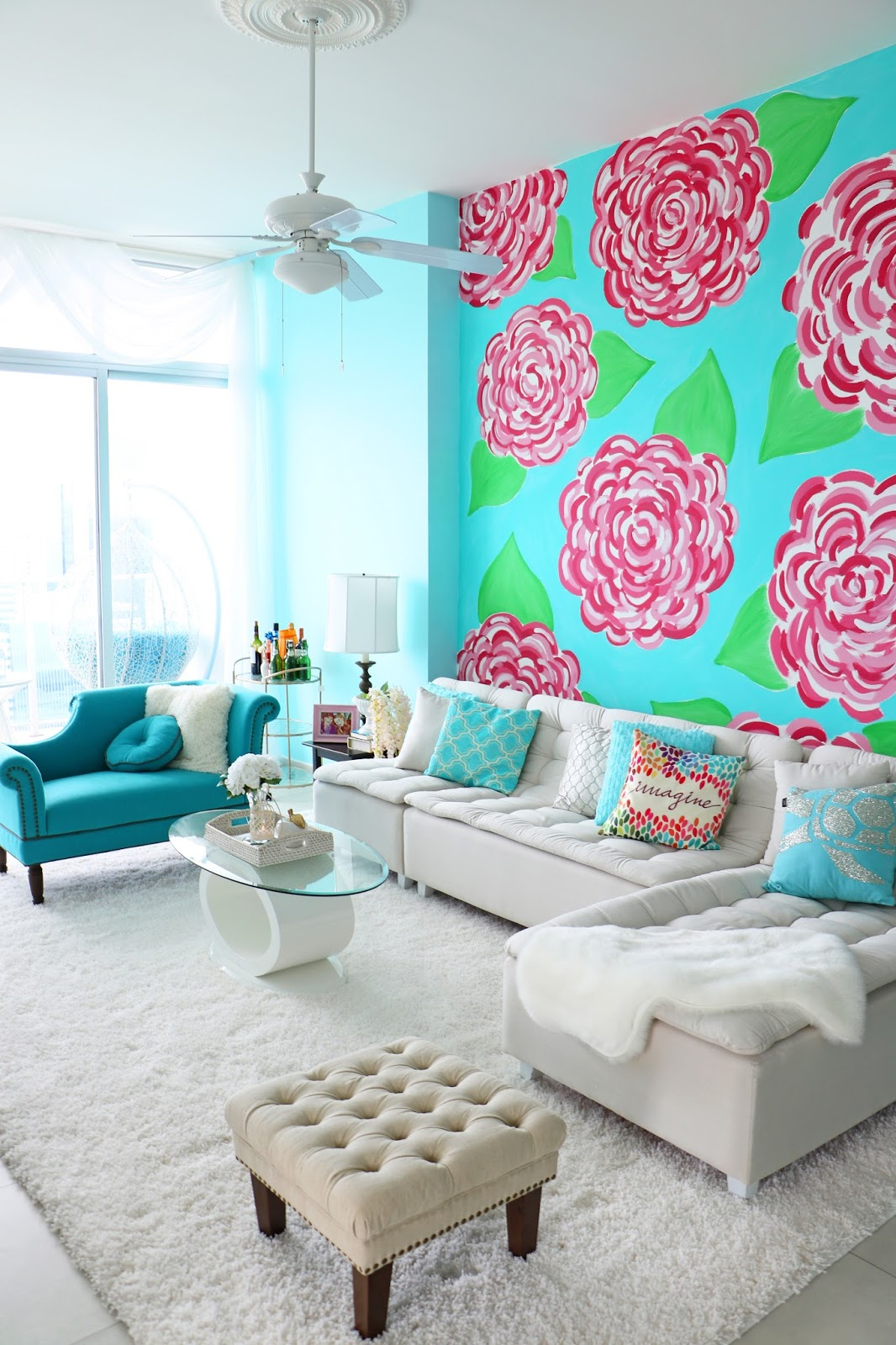 Don't be abraid to add a lot of bright colors to your living room space!