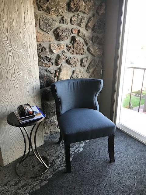 Reading area at the Lodge of the 4 Seasons
