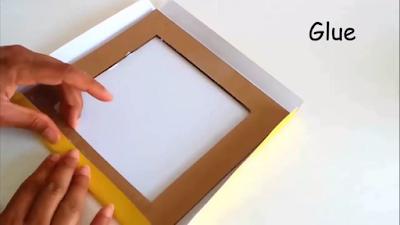 Lipat setiap sisi kertas kado lalu rekatkan dengan lem