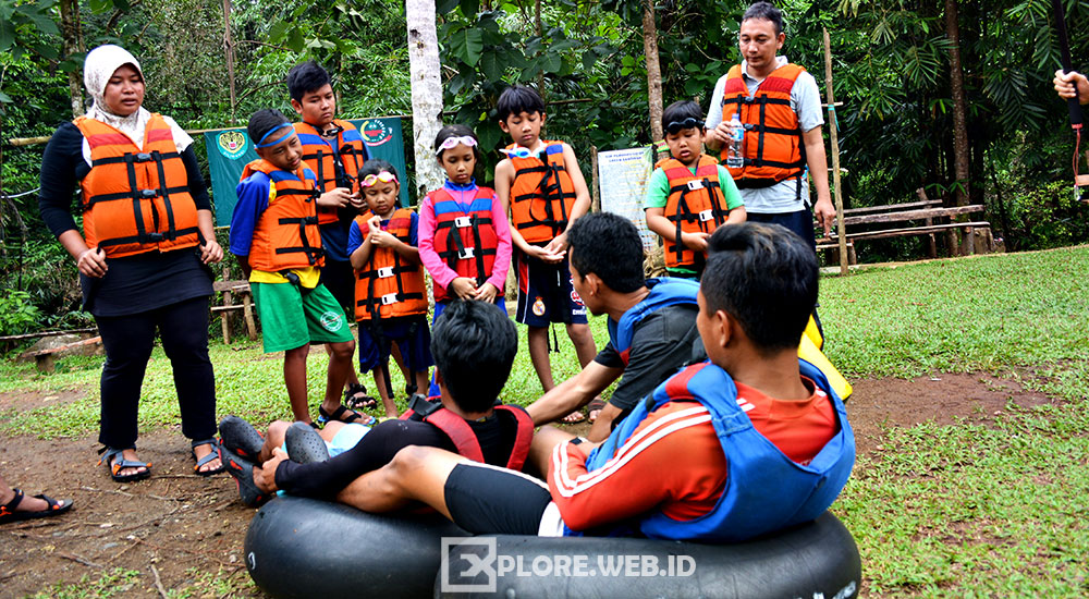briefing river tubing santirah selasari