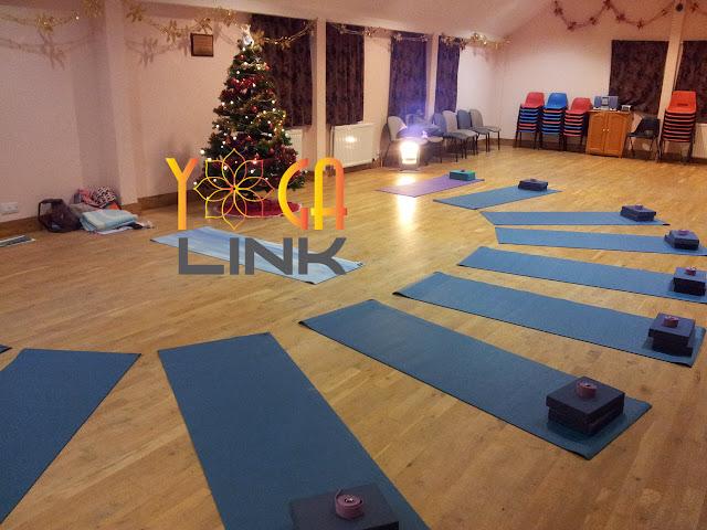 5 dụng cụ cần thiết cho người mới tập yoga